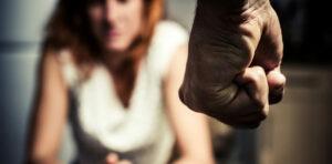 Maltratta la moglie e i 5 figli: arrestato 45enne