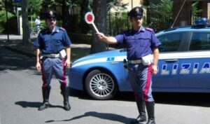 Polizia insegue per 40 km bitontino su auto rubata: bloccato e arrestato
